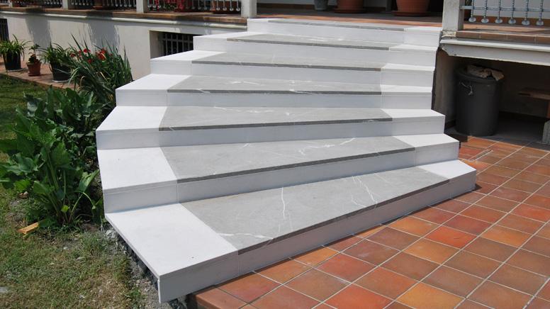 Posa e fornitura di scale interne ed esterne - Piastrelle tipo veneziana ...