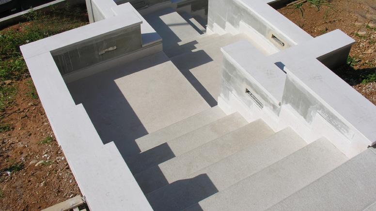 Posa e fornitura di scale interne ed esterne for Scale esterne in marmo